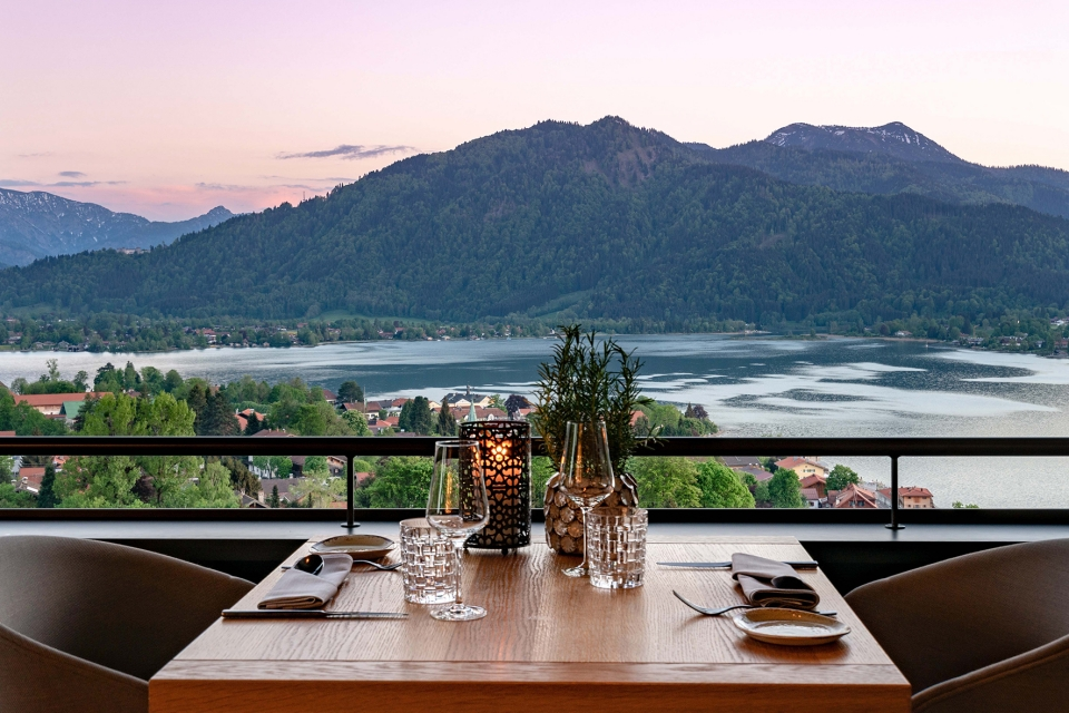 Alpenbrasserie with view of the lake